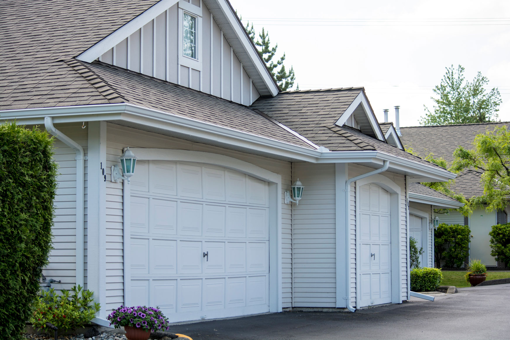residential gutter cleaning vancouver Our north vancouver gutter cleaning programs are done by vacuum and  sponge, with  we also have a team dedicated solely to residential gutter  cleaning.